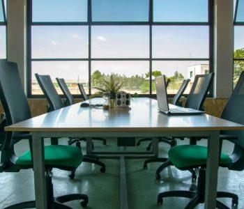 ufficio coworking scrivania open